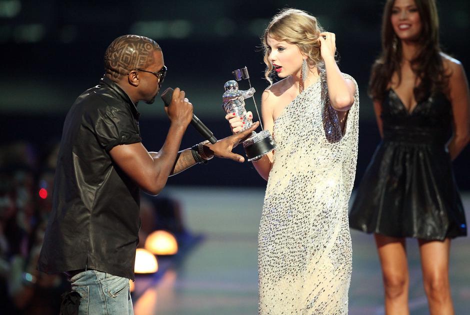 Taylor Swift i Kanye West w 2009 roku / Getty Images