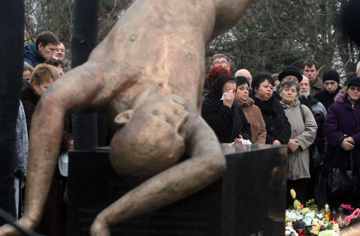 A tragédia emlékműve Hejcén / Fotó: MTI - Vajda János