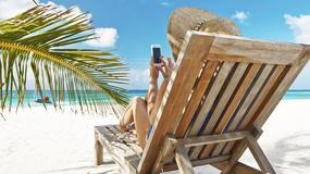 Połowa młodych Polaków podczas wyjazdów nie rozstaje się ze smartfonem