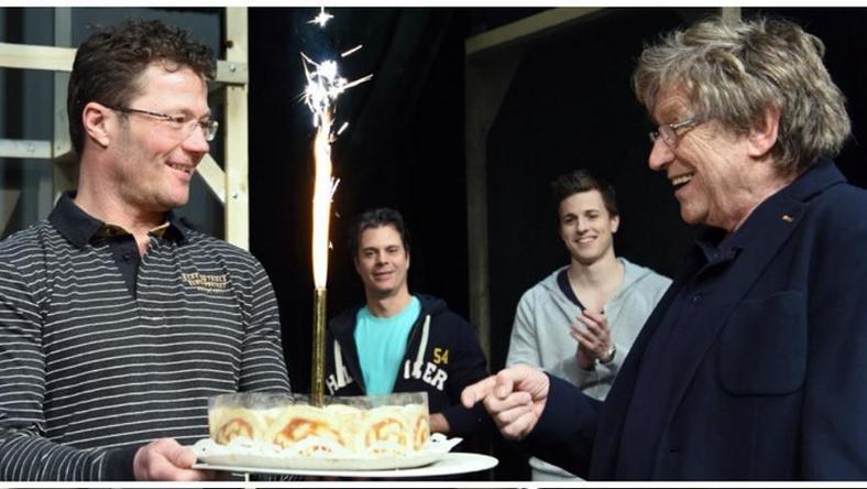 Kollégái tortával lepték meg a színészt /Fotó: Facebook