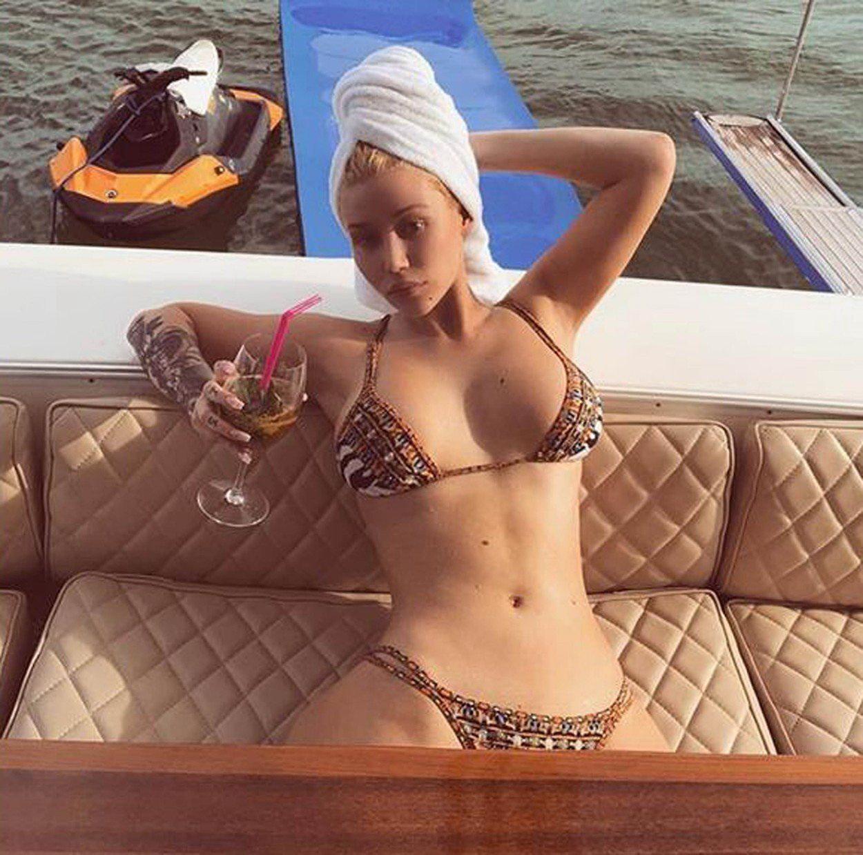 Falatnyi bikiniben villantotta meg melleit Iggy Azalea – galéria - Blikk.hu cd04c613f0
