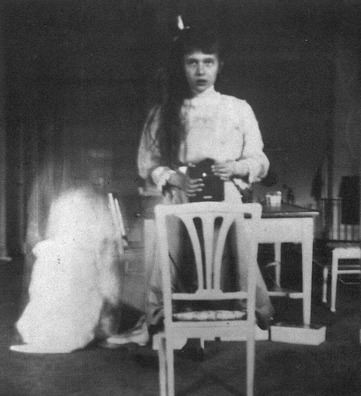 Wielka Księżna Anastazja Nikołajewna robi selfie