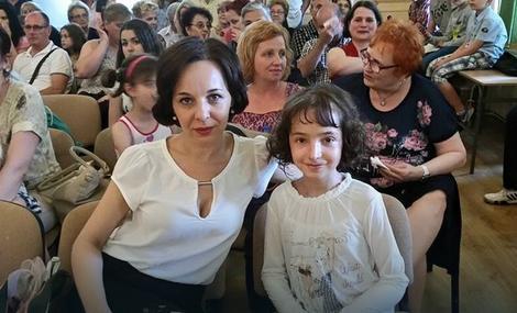 Gala Savić sa majkom Đorđijom Aksentijević: Plašim se da idem u školu
