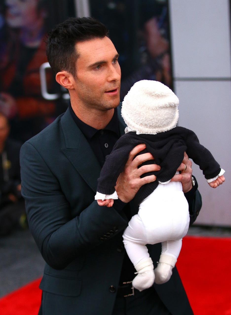 Adam Levine z córeczką