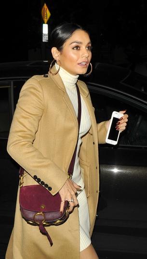 Best Look: Vanessa Hudgens w płaszczu Burberry