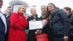 Jessica Chastain na Międzynarodowym Strajku Kobiet w Warszawie