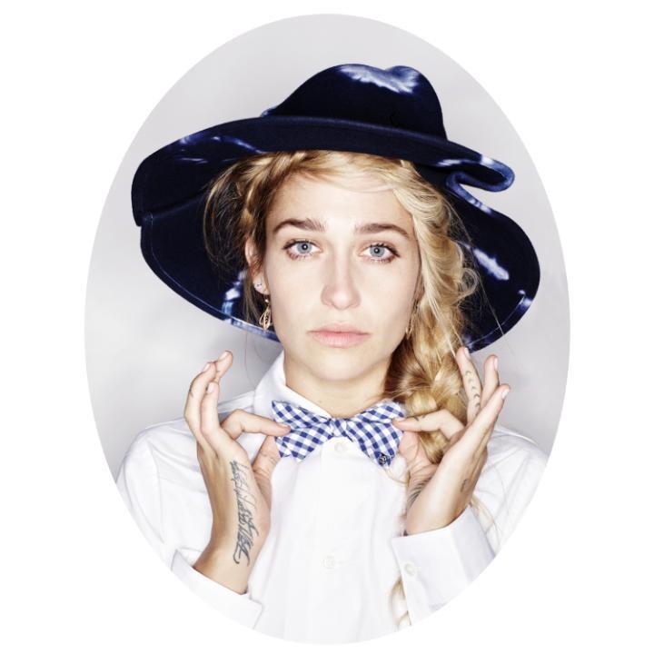 """Gwiazda serialu """"Dziewczyny"""" twarzą najnowszej kolekcji Maison Michel"""