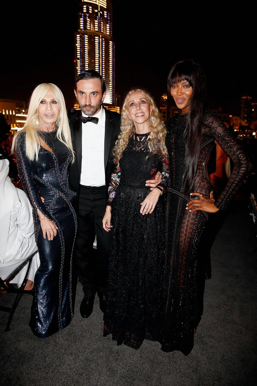 Donatella Versace, Riccardo Tisci, Franca Sozzani i Naomi Campbell / Getty Images