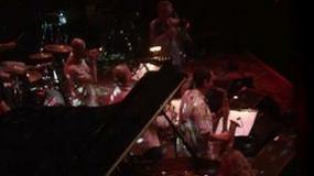 Przystanek Woodstock dzień II: fortepian na scenie