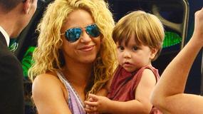 Shakira z dziećmi na lotnisku. Podobne do mamy?