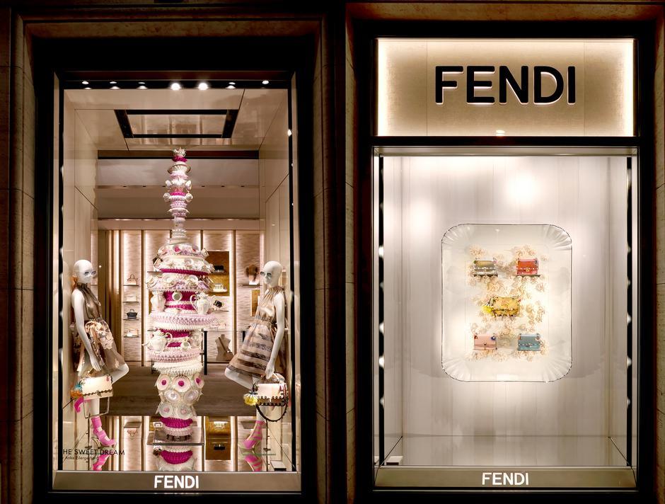 Witryny domu mody Fendi w Rzymie