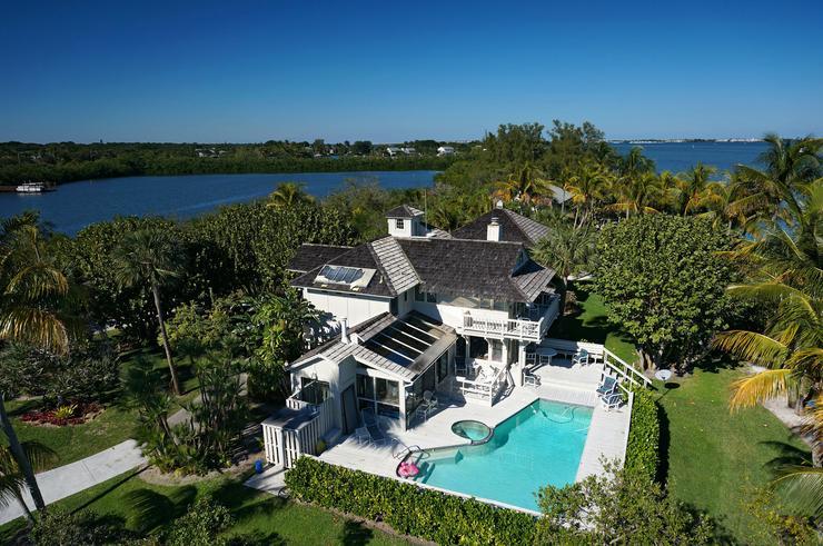 A szigeten található óriási ház még medencével is rendelkezik /Fotó: Northfoto