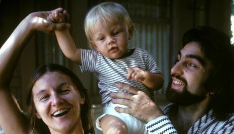 Ovaj dečak je danas glavni glumac Holivuda: Fotografije njegovog detinjstva su genijalne!