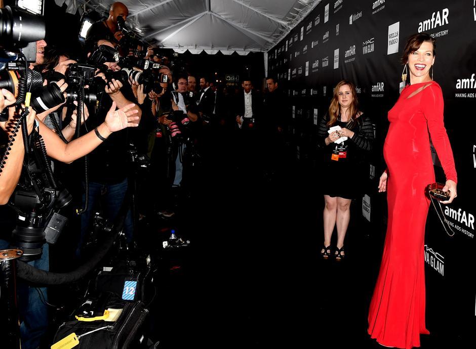 Milla Jovovich w Donna Karan / Jason Kempin/Getty Images