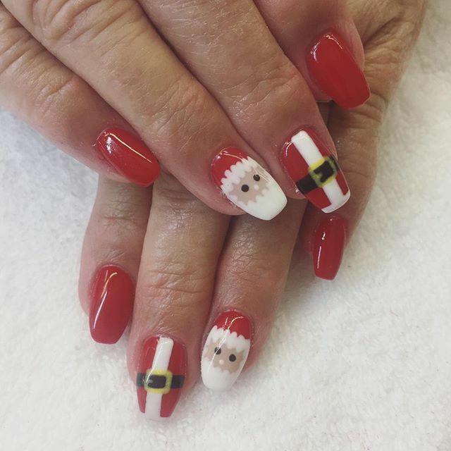 Mikołajkowy manicure