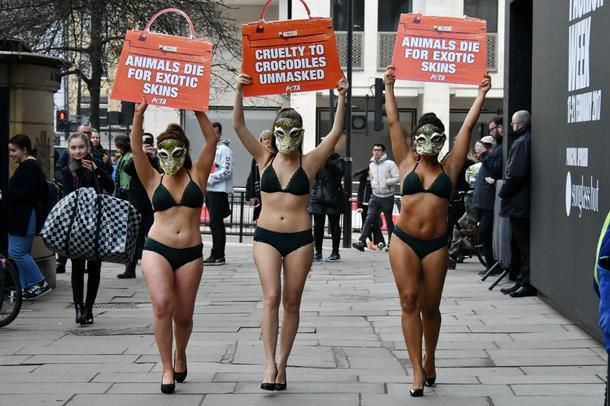 PETA protestuje na Tygodniu Mody w Londynie