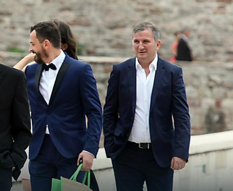 Novakov stric Goran Đoković (desno)