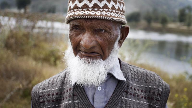INDIA KASHMIR 141 YEAR OLD MAN