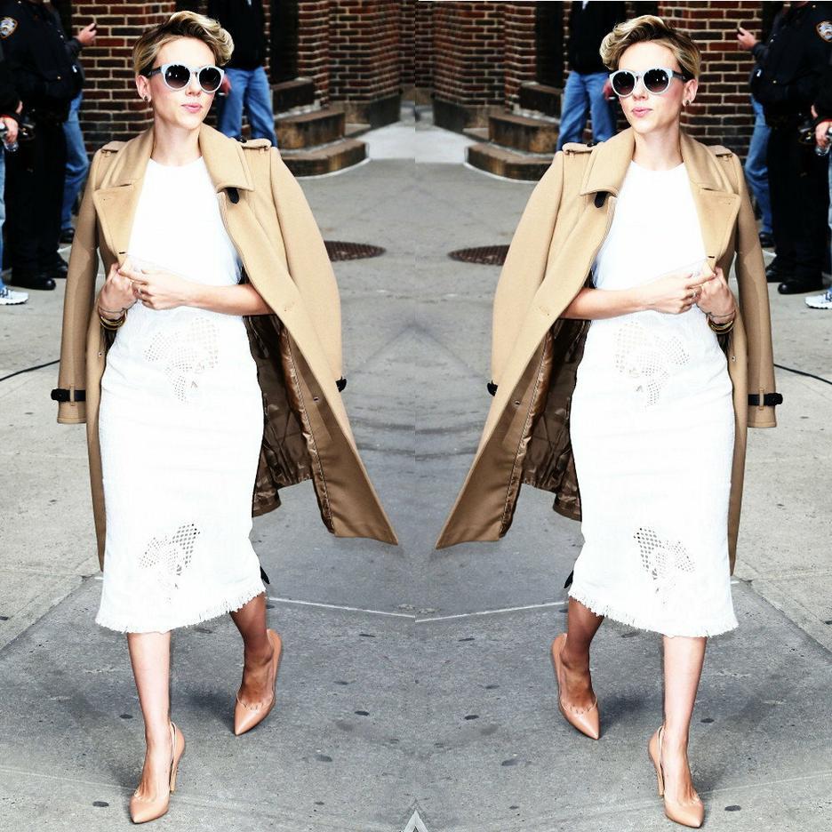 best look Scarlett JOhansson płaszcz burberry