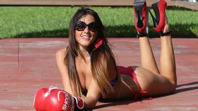 Seksowna Claudia Romani w roli... bokserki