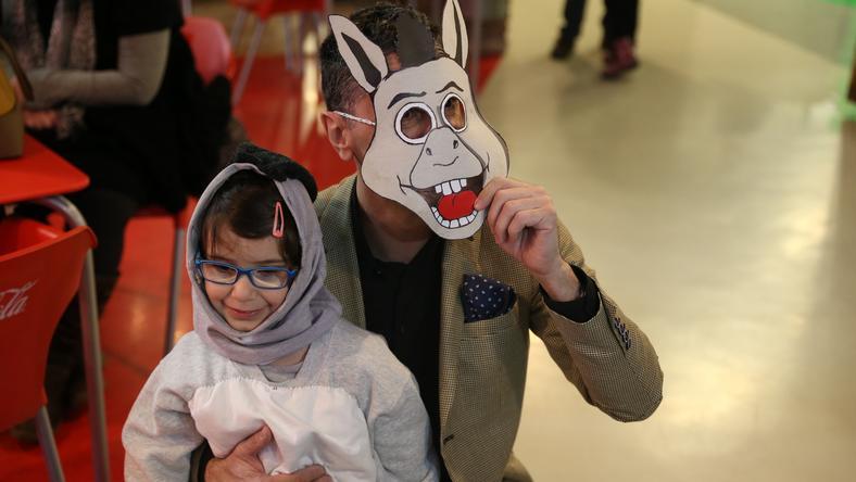 A musical egyik főszereplője, az általa alakított Szamár maszkja mögé bújt /Fotó: Isza Ferenc