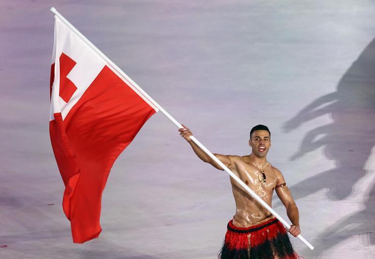 Februárban magyar szempontból rendkívül emlékezetesre sikeredett a 2018-as téli olimpia, hiszen aranyérmet szerzett a férfigyorskorcsolya-váltó, először az ország történelme során. A pálmát azonban nemzetközi szinten a trópusi szigetország, Tonga zászlóvivője, Pita Taufatofua nyerte, aki félmeztelenül vonult be a brutális mínuszok ellenére /Fotó: Getty Images