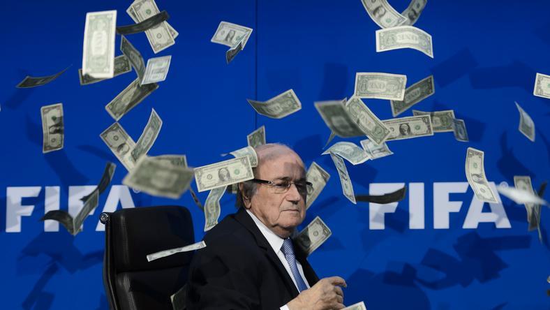 Blatterék nem maradnak pénz nélkül/Fotó: AFP