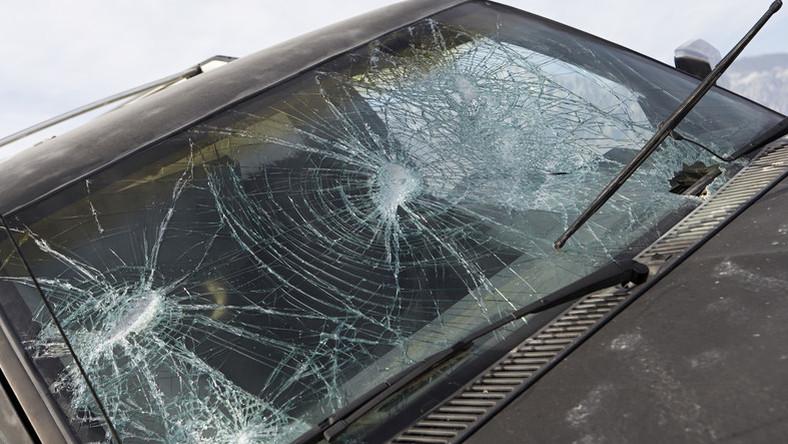 Autóbaleset érte Istenest