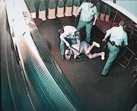 Policijsku brutalnost zabeležile su bezbednosne kamere