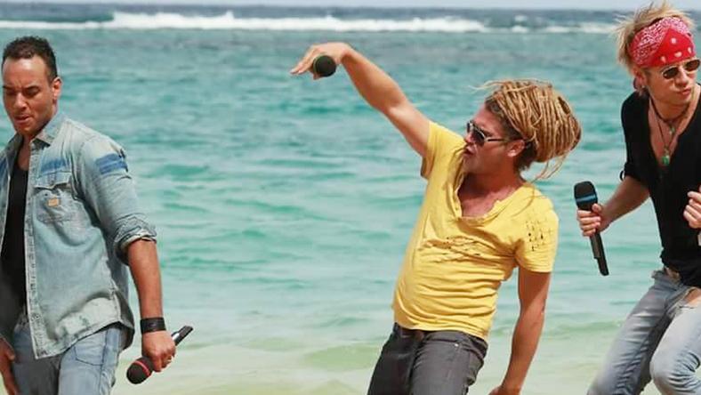Talán Attila (jobbra) a jamaicai tengerparton esett ki a versenyből
