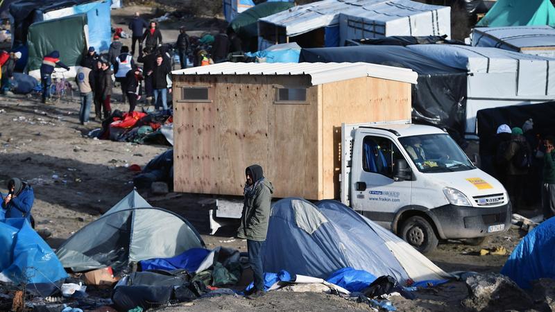 Bevandorlok viszik hazukat a Calais-i szükségtáborbo l- Foto: EuropressGettyImages