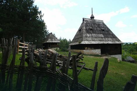Sve niže cene kuća u srpskim selima