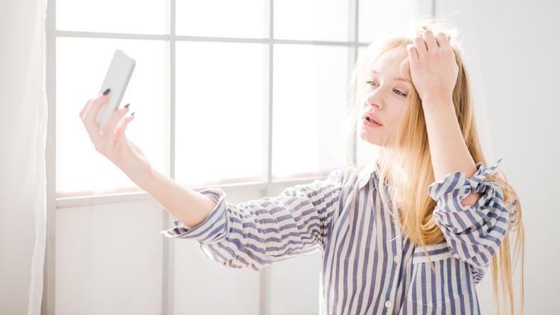 Szelfikészítés, és máris abbahagyja a csipogást a telefon / Fotó: Shutterstock