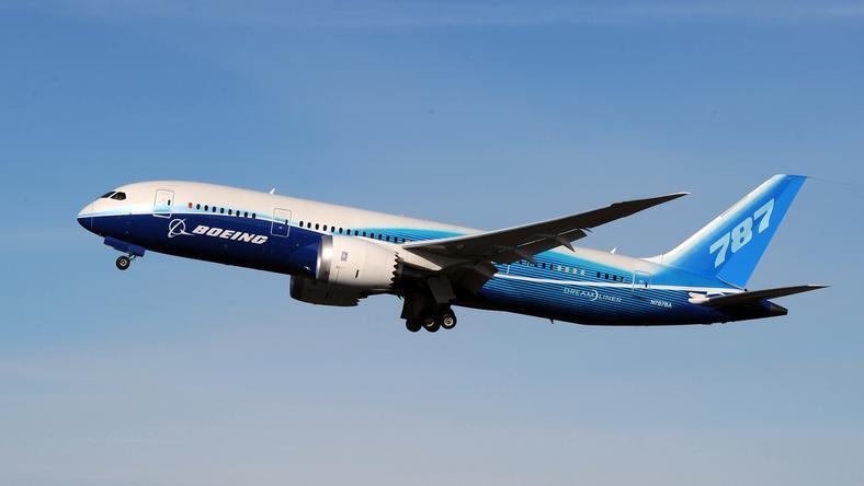 A Boeing 787-es motorhiba miatt fordult vissza /Fotó: AFP