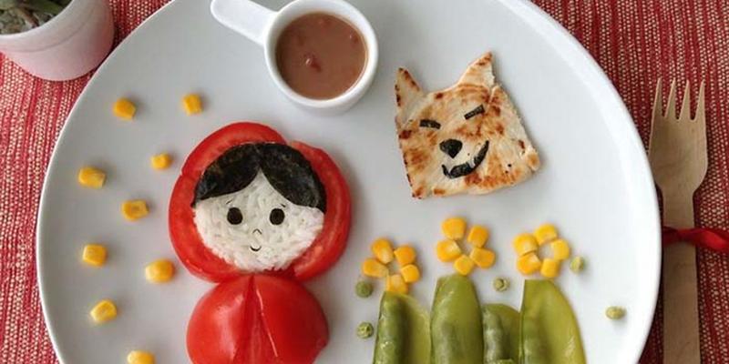 Pomysłowa mama przyrządza bajkowe i smaczne posiłki dla córki