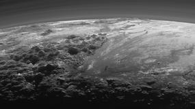 Przelot nad powierzchnią Plutona - niezwykłe nagranie