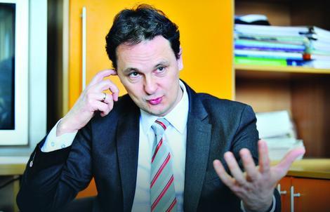 Srđan Verbić tvrdi da dualni model obrazovanja nije moguć u Srbiji