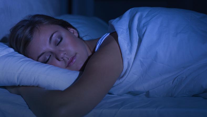 Długi sen chroni przed zawałem i udarem mózgu