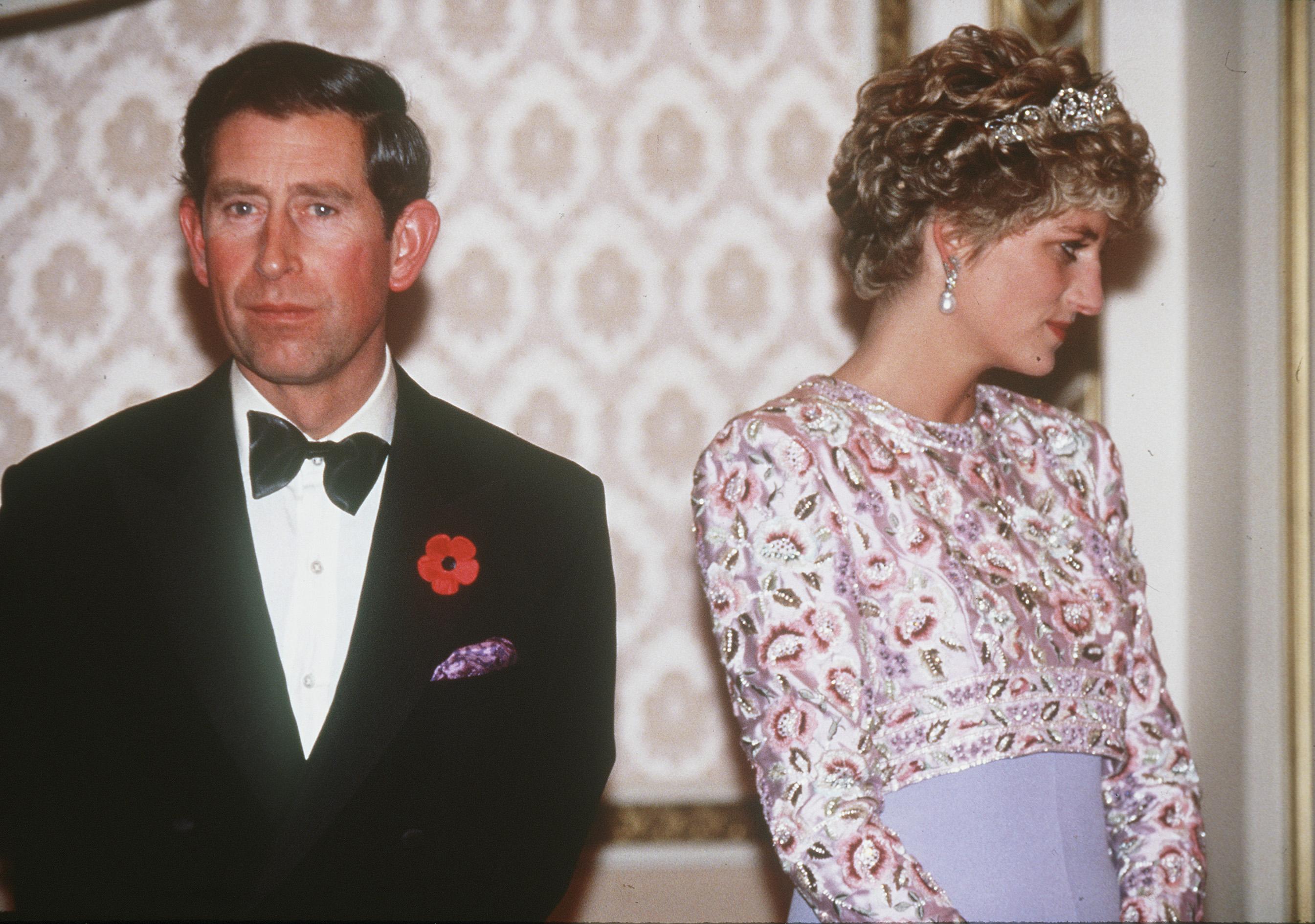 Meggyalázta Diana hercegnő emlékét Camilla: őrjöngenek a rajongók