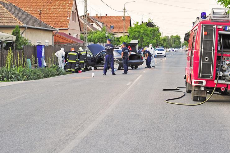 Információink szerint egy Mercedest leszorított az árokba egy BMW terepjáró és egy Audi / Fotó: Blikk