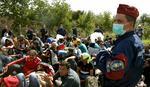 U PRIPRAVNOSTI Oko 3.800 vojnika već na granici Mađarske sa Srbijom