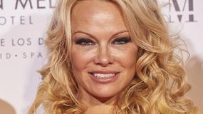 Pamela Anderson w kreacji z dekoltem na uroczystej gali. Nie sposób przejść obok niej obojętnie