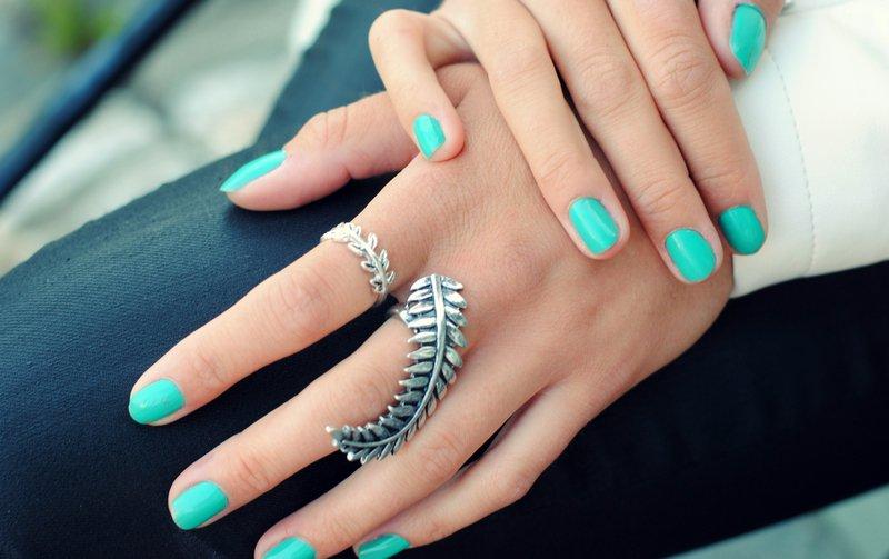 vörös foltok a kézen gyűrűkkel