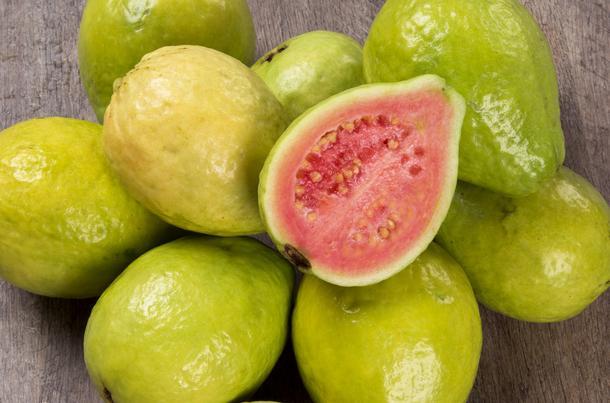 8 korzyści z jedzenia guawy