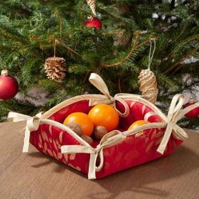 Dekoria Koszyk na pieczywo Christmas złote gałązki jemioły na czerwonym tle