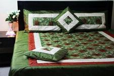 Narzuta na łóżko 220x260 i 4 poszewki na poduszki (Komplet do sypialni) Motyw