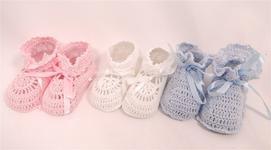 Buciki dziergane koronkowe biale,niebieskie,rozowe