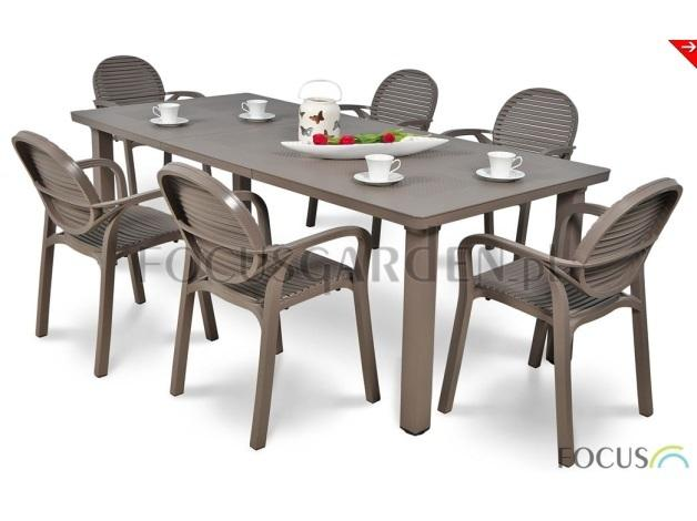 Komplet składa się z 6 bardzo wygodnych krzeseł oraz niezwykle funkcjonalnego i oryginalnego stołu