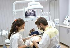 Implanty, wybielanie zębów, ortodoncja