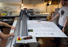 Druk wystaw na papierze fotograficznym: usztywnianie PCW, dibond, laminacja